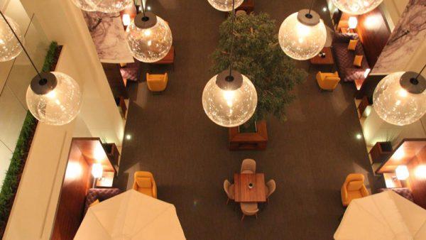 đèn trang trí khu vực bàn ăn khách sạn