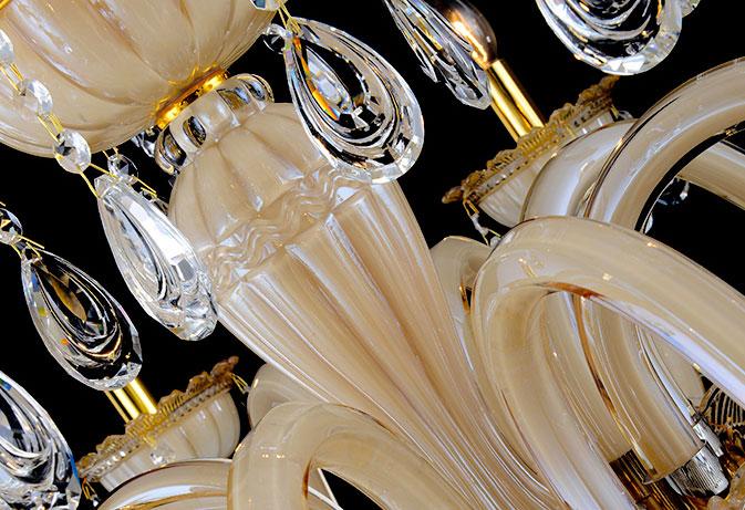 thân đèn chùm bằng thủy tinh