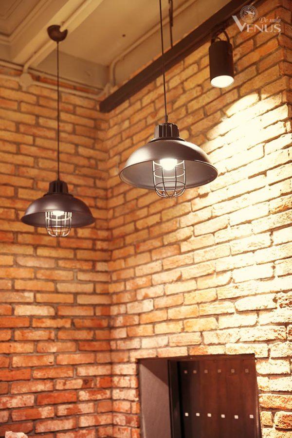 không gian và đèn trang trí nhà hàng bisto an dương vương