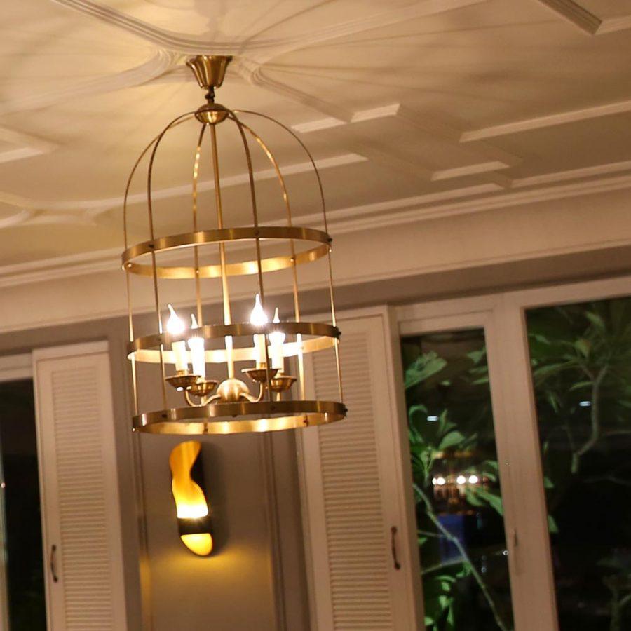 Đèn trang trí bằng đồng cao cấp tại quán cafe bar MUSE LOUNGE & BAR