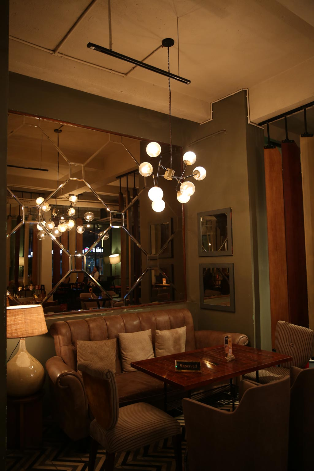 Đèn Trang Trí Và Nội Thất Quán Cafe Runam Bistro Đồng Khởi Quận 1