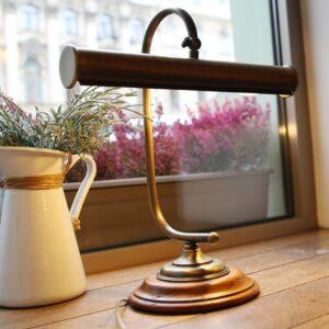 đèn để bàn bằng đồng