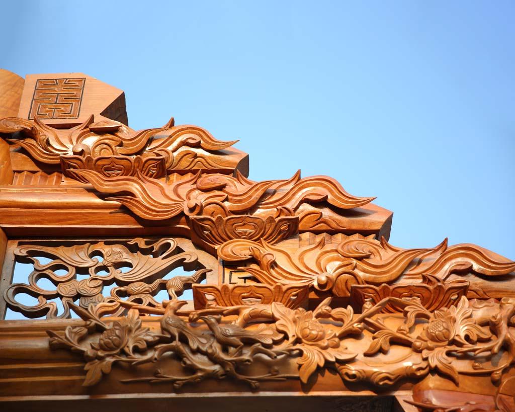 mái nhà trang trí con công