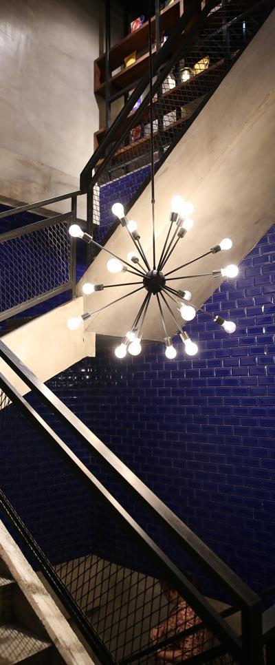 đèn thả thông tầng cầu thang