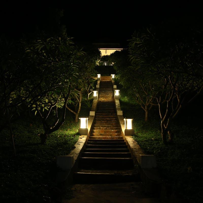 đèn tường trang trí ngoài trời